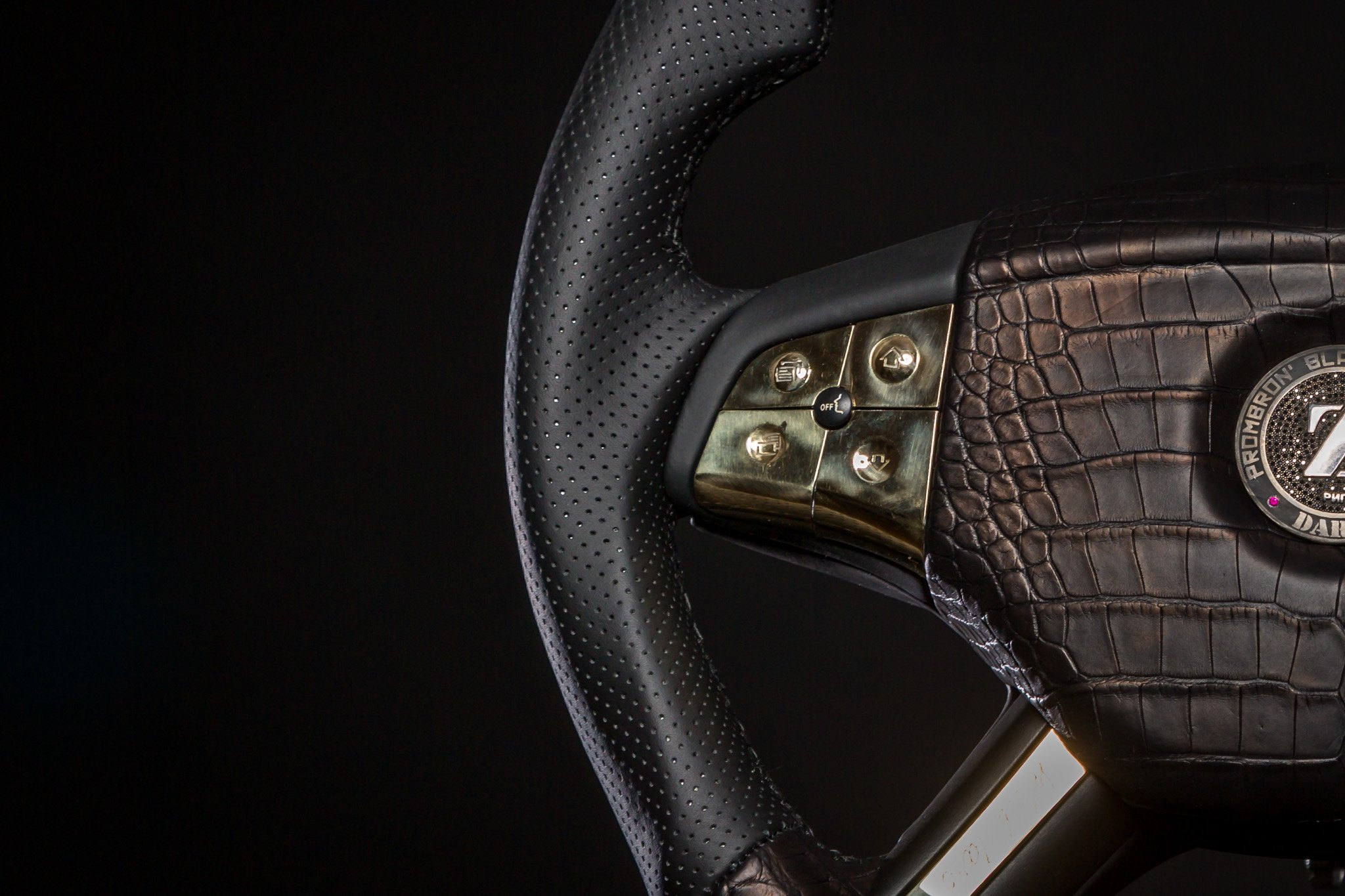 DARTZ_Prombron_Black_Alligatoir_Steering_wheel_5